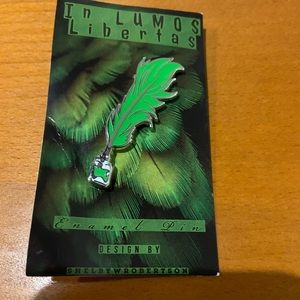 NWT Slytherin Quill and Ink lapel pin